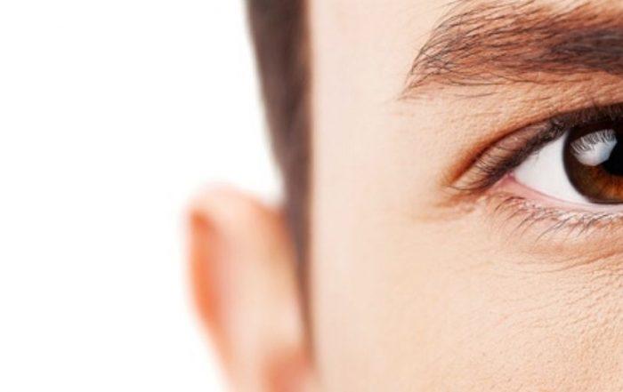 υγρά μάτια
